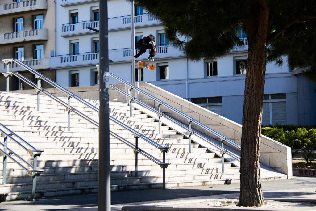 marches-skate-escalier-flip-orange-photographe-professionnel