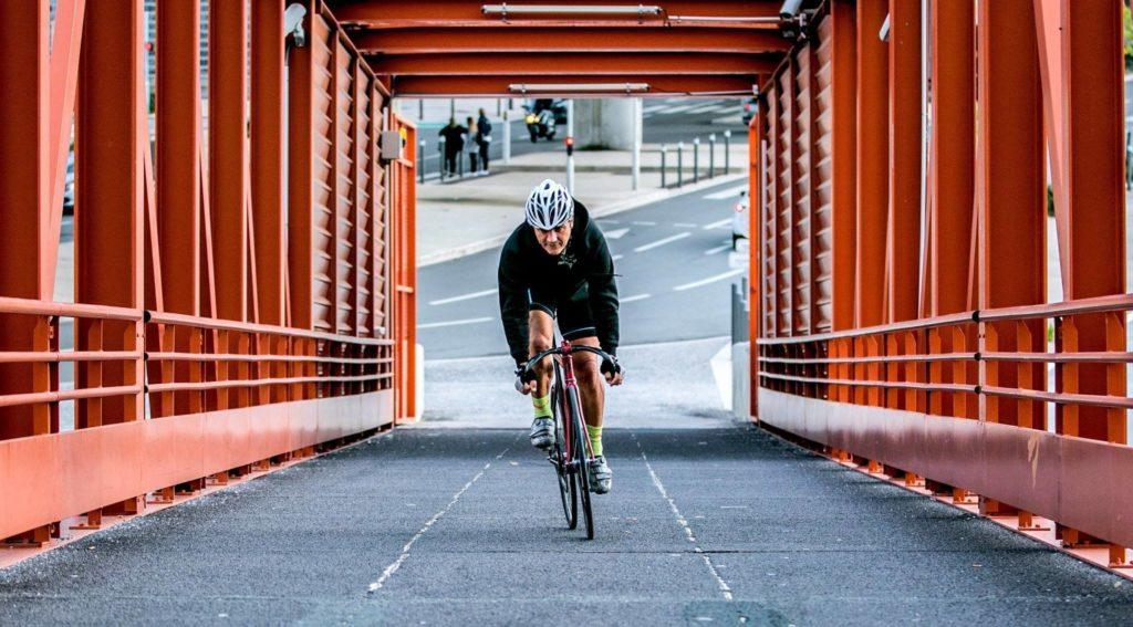 cycliste-velo-pont-rouge-photographe-professionnel