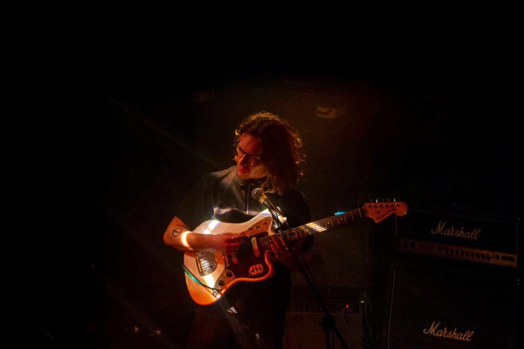 guitariste-ombre-nuit-concert-photographe-professionnel