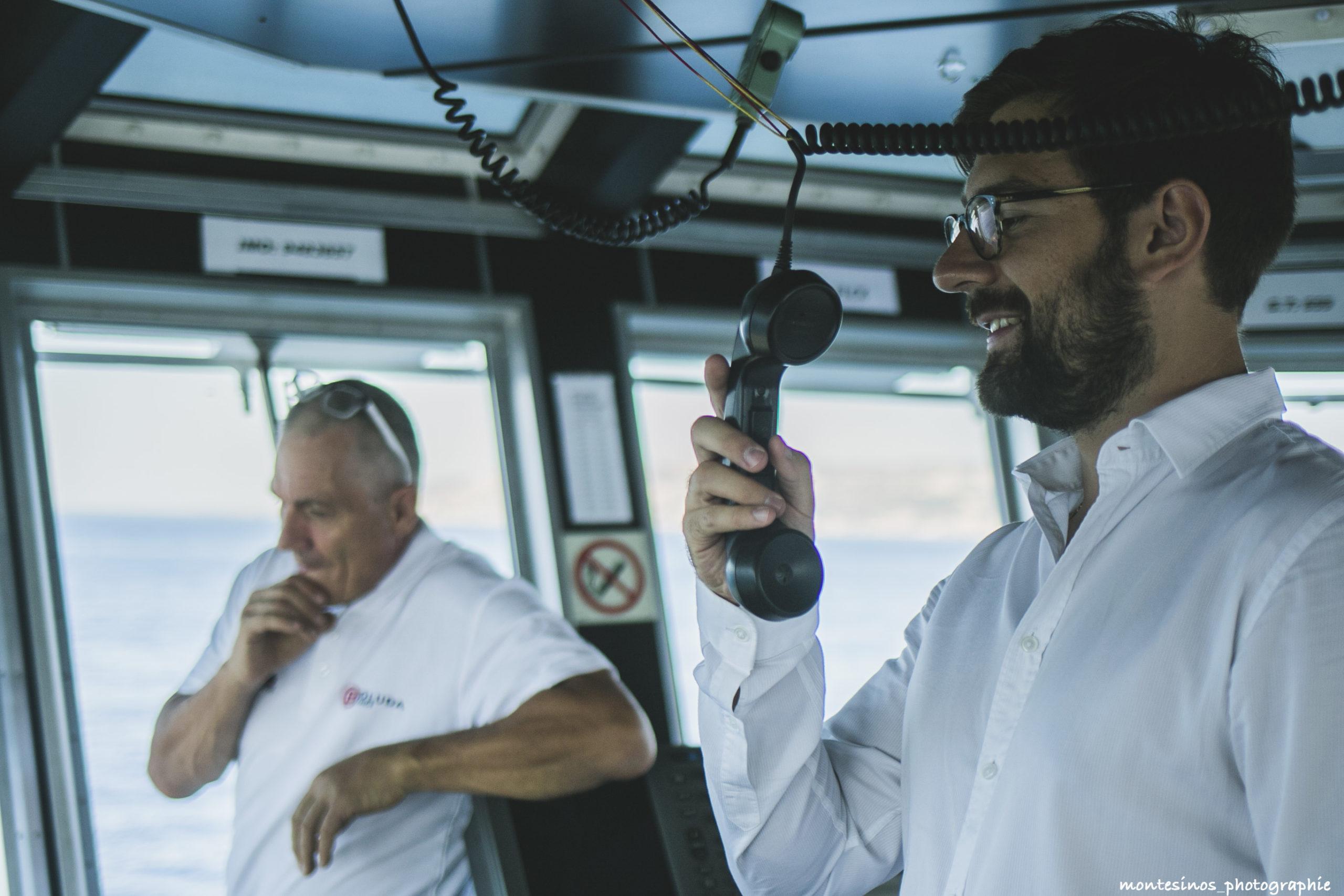 marin-bateau-blanc-boluda-photographe-professionnel
